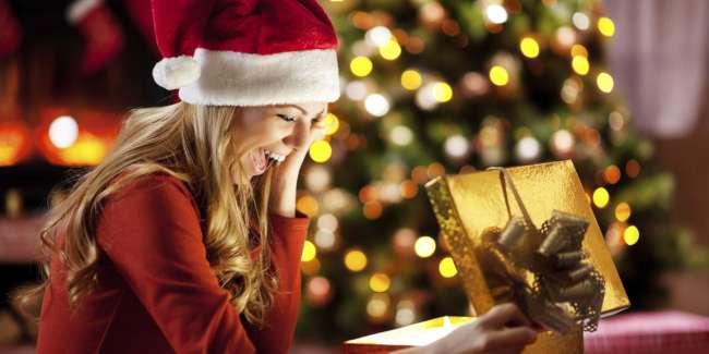E' arrivato il momento di scambiarsi i regali e sotto l'albero c'è proprio la scatolina che tanto aspettavate.