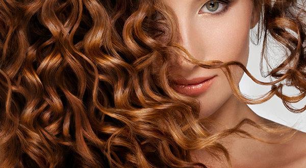 Vorresti i tuoi capelli morbidi, lucidi, corposi? Non è un sogno impossibile, devi solo imparare a prendertene cura nel modo e con gli alleati giusti