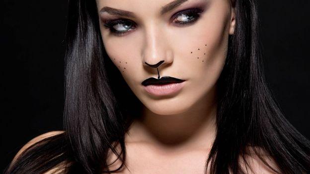 Sguardo seducente e bocca sexy per ammaliare tutti con eleganza e stile