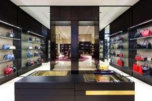 Folli Follie nato come un salotto della moda ed è diventato un tempio, anche virtuale, haute de gamme.