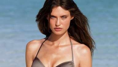 In spiaggia al top con i costumi di Bianca Balti