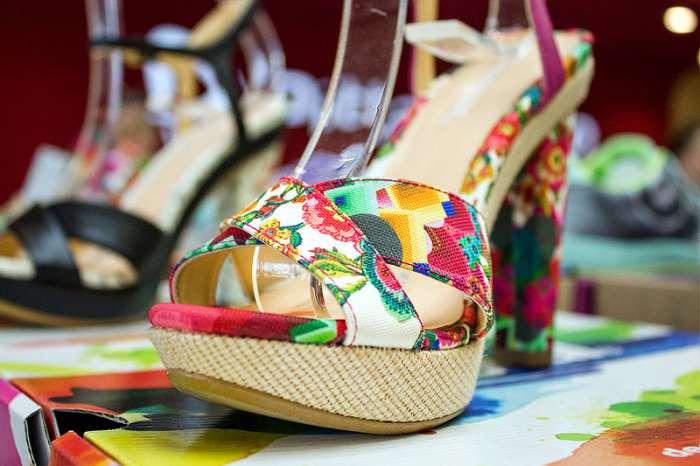 Scarpe con tacco floreali