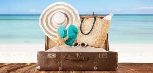 Se hai poco spazio nel bagaglio a mano, ecco quello che non può assolutamente mancare per trascorrere il tuo weekend al mare.