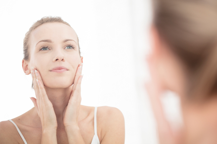 Postura, allenamenti e cosmetici mantengono la pelle giovane