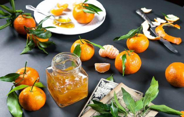 Come sfruttare il frutto delle Feste per pulire ed idratare la pelle?