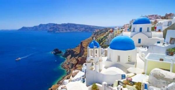 Vittorio Camaiani omaggia anche l'architettura tipica delle isole greche.