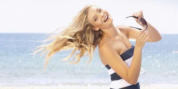 Pettinare i capelli non aiuta ad eliminare la salsedine